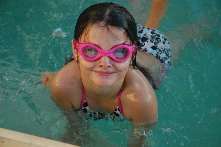 swimming-2404378_1280